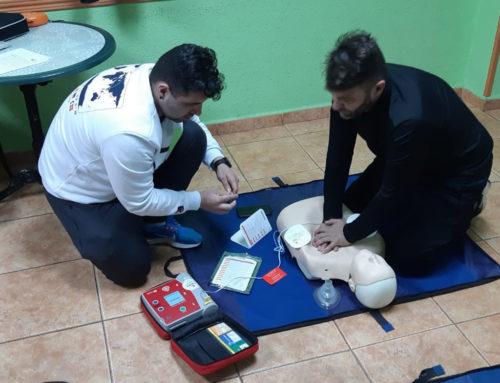 Curso Salvacorazones: RCP-DEA en el centro social de Rioturbio